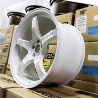 Gramlight 57CR 5x114.3 ET38 18x9.5 Ceramic Pearl White